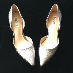 Badgley Mischka Shoes - Evening silver platinum cut out pumps.